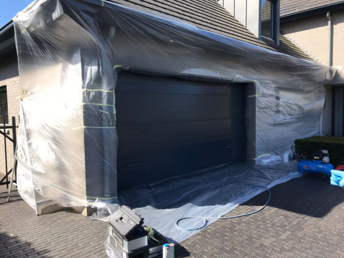Vandalisme garage deur: tijdens werkzaamheden